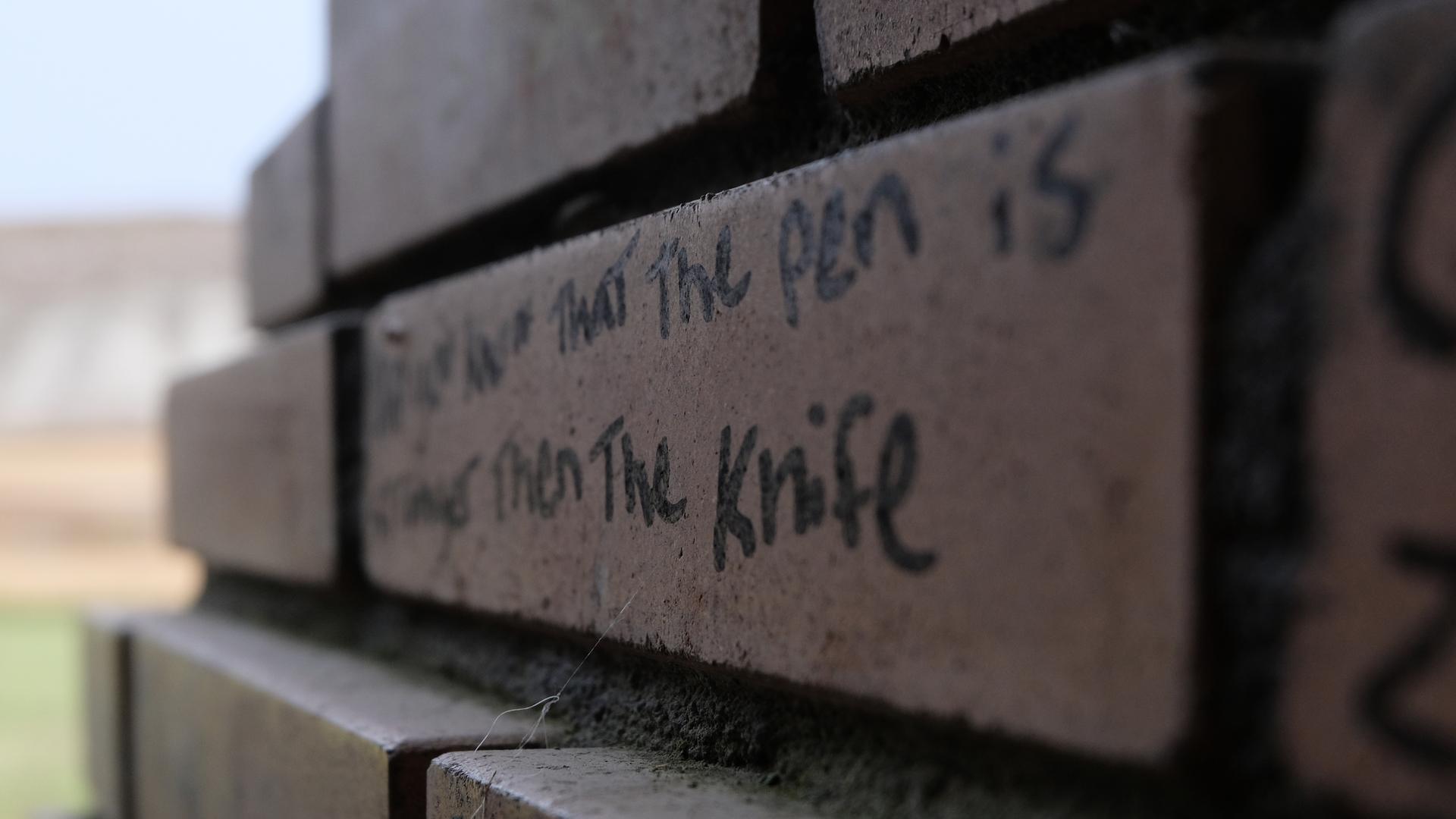 Pen>Knife 1920x1080